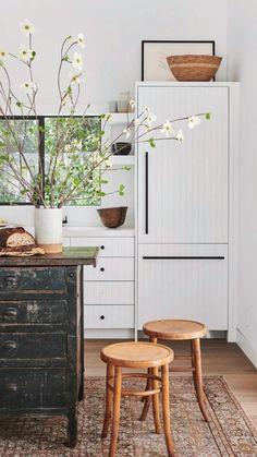 Inspiration Design, Home Decor Inspiration, Decor Ideas, Kitchen Inspiration, Kitchen Cabinet Colors, Kitchen Decor, Rustic Kitchen, Teal Kitchen, Kitchen White