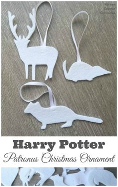 Harry Potter Inspired Patronus Christmas Ornament - We love Harry Potter! We are filling our tree with simple, kid made patronus Christmas ornaments. Kids Make Christmas Ornaments, Harry Potter Christmas Decorations, Harry Potter Ornaments, Harry Potter Christmas Tree, Hogwarts Christmas, Harry Potter Halloween, Christmas Crafts, Diy Ornaments, Gold Christmas