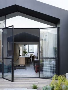 Pandolfini Architects restored a century-old terrace house while adding a modern addition to the Port Melbourne House, resulting in a house mullet.