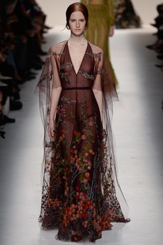 Valentino Fall 2014 RTW - Runway Photos - Fashion Week - Runway, Fashion Shows a. - Valentino Fall 2014 RTW – Runway Photos – Fashion Week – Runway, Fashion Shows and Collection - Style Haute Couture, Couture Mode, Couture Fashion, Runway Fashion, Womens Fashion, Fashion Glamour, Fashion Week Paris, High Fashion, Fashion Show