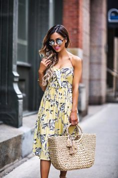 Military styles are an instance of a style Fad. The Tuscan style is quite prominent lately. Nevertheless, if you believe that the Tuscan style is just for ladies, then believe again. Instagram Outfits, Instagram Fashion, Daily Street Style, Effortlessly Chic Outfits, Estilo Blogger, Mode Glamour, Yellow Dress, Everyday Outfits, Day Dresses