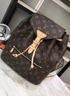 The Monogram Montsouris backpack is a timeless piece of design developed in a combination with the latest techniques and suitable for the modern world. Louis Vuitton Handbags, Purses And Handbags, Louis Vuitton Monogram, Backpack Purse, Purse Wallet, Bag Closet, Looks Chic, Cute Bags, Luxury Bags
