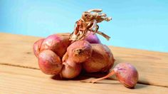 There's so many layers to this root vegetable, literally and figuratively. Get to know the surprising health benefits of onions in this article! Onion Benefits Health, Staph Infection, Eyes Watering, Stronger Teeth, Gut Bacteria, Onion Recipes, Thyroid Health, Root Vegetables, Bone Health