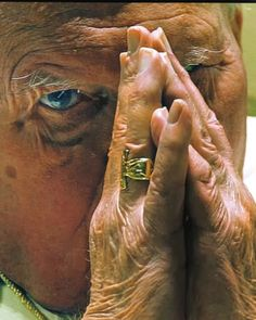 San Juan Pablo II… ruega, te mira, te pide que respondas y seas quien estás llamado a ser…