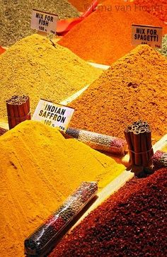 Spice market in Istanbul ~ Turkey Spice Blends, Spice Mixes, Spiced Wine, Spices And Herbs, Seafood Restaurant, Foodblogger, Garam Masala, Spice Things Up, Spicy