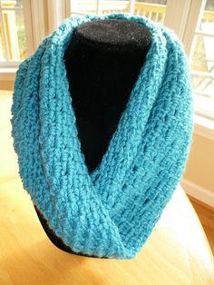 The New Crochet Cowl Scarves: Easy to crochet