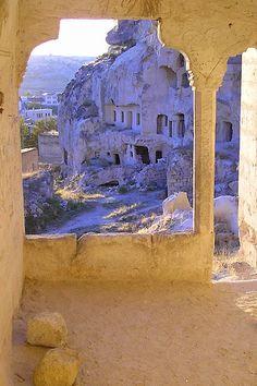 Ciudad de Cavusin, Capadocia, Turquía (via pelz)