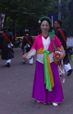 ベトナム、ハノイ(2004年)  イベント参加の衣装で。