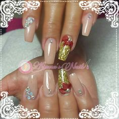 ❄⛄#Nails #uñas #nailspretty #nailsdesign #acrílico #acrylicnails #uñasbellas #uñashermosas #uñasguapas #guapuras #diseño #kimerasnails #glitter #acrilicodecolor #sculpturenails #ChristmasNails