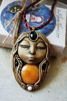 Luna Goddess Necklace Moon Spirit Handcrafted Clay por TRaewyn
