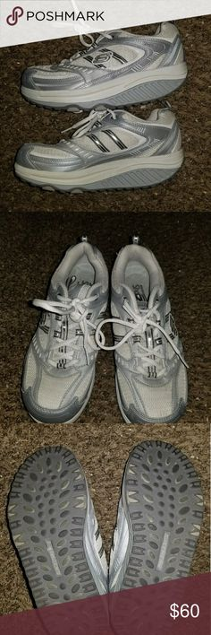 Skechers Shape Ups BRAND NEW Skechers Shape Ups!! Never worn! These are difficult to find and fun to wear! Get a workout while you walk!! Burn double the calories while enjoying the ultra comfy sole!! Skechers Shoes Athletic Shoes