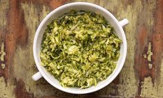 Conheço a receita dessa marinada de abobrinha há algum tempo, e como já falei por aqui, eu não costumo repetir a maioria das receitas, pois tenho que estar sempre buscado novidades e preparando novas receitas para compartilhar com meus leitores.... Salad Dressing, Raw Food Recipes, Guacamole, Spinach, Meal Planning, Cabbage, Salads, Vegetables, Ethnic Recipes