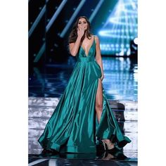 I FELL IN LOVE WITH Miss Universe 2015 Paulina Vegas Dress!! ♡