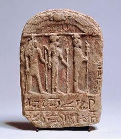 Stèle dédiée à la triade de Memphis : Ptah, Sekhmet et Néfertoum. Ny Carlsberg Glyptotek