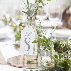 Numéros de table façon étiquettes (1 à 12) pour une belle table de mariage.