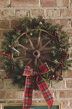 Adorable Christmas Wreath Ideas For Your Front Door 29