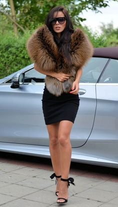 Fur Fashion, Fashion 2017, Winter Fashion, Fashion Looks, Fashion Outfits, Womens Fashion, Fabulous Furs, Little Red Dress, Vest Outfits