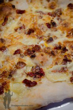 Pizza au brie, tomates séchées et noix
