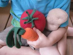 Very Detailed Tutorial for Making Play Food Veggies // Sew Mama Sew Felt Patterns Free, Felt Food Patterns, Sewing Patterns Free, Sewing Tutorials, Sewing Crafts, Sewing Projects, Free Pattern, Sewing Toys, Crafty Projects