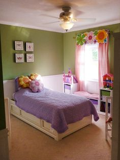 This flower-themed girl's bedroom with bright tones displays a crisp, clean decor, which stimulates and inspires creativity.