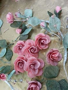 This Pin was discovered by Lud Bead Crochet, Irish Crochet, Diy Crochet, Crochet Edgings, Beaded Lace, Beaded Flowers, Diy Flowers, Embroidery Stitches, Hand Embroidery