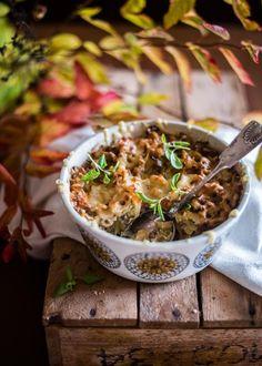 Pidätkö kaali- ja makaronilaatikosta? Yhdistämällä nämä kaksi ruokaa syntyy herkullinen kokonaisuus, joka on parasta puolukkahillon kanssa.