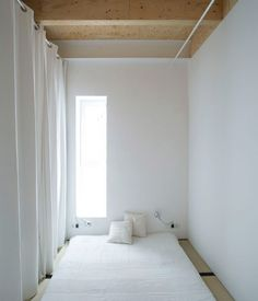 I love this bedroom: a simple, beautiful space with a Japanese flavour. It is part of a top floor flat in my neighbourhood, Gracia, des...