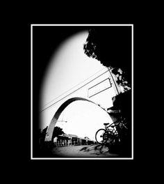 la vieja terminal de micros, fotografía estenopeica analógica de 15 cm x 21 cm montada sobre MDF negro de 24 cm x 28 cm - Valor:150=Click