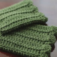 A free crochet pattern for scalloped edge boot cuffs. These boot cuffs are great for gift giving, and quick to make so you can make a pair in many colors!