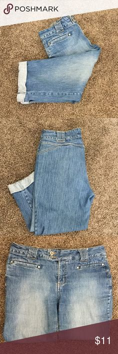 Capri length jeans Blue jeans inseam 18 inches.  Permanent cuffs.  2 flat pockets in front.  No pockets in back for a more flattering look.  99 percent cotton & 1 percent spandex fora slight stretch & comfortable fit. Jeans Ankle & Cropped