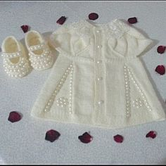 Hay rl sabahlar Ben zenerek sevgiyle rd m sa l kla mutlulukla giyilsin in allah Baby Girl Patterns, Baby Knitting Patterns, Knitting Designs, Knitting For Kids, Crochet For Kids, Crochet Baby Jacket, Baby Pullover, Romper Pattern, Baby Sweaters