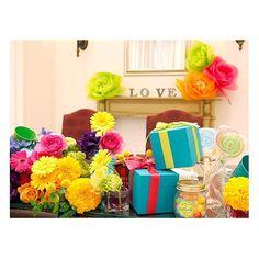 . . 色とりどりの元気いっぱいな カラフルなお花とキュートな プレゼントBOXを飾って♡ 会場全体の雰囲気が華やぎます♪ . #flowerwalkpopo #富山県 #花嫁準備 #プレ花嫁 #結婚式準備 #結婚式 #ウェディング #テーマウェディング #オリジナルウェディング #キャナルサイドララシャンス #ララシャンス#花屋 #花 #メインテーブル #メイン装花 #カラフル #ポップ #明るい #可愛い #ブライダル #wedding #weddingflowers #bride #bridal #bridalflowers #instflower #flowerstagram #flowerpic#colorful