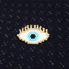 Création de Bizhou56 #miyuki #brickstitch #miyukibeads #perles #motifbizhou #luckyeye #oeil #portebonheur Peyote Patterns, Beading Patterns, Cross Stitch Patterns, Lunette Harry Potter, Loom Love, Miyuki Beads, Evil Eye Bracelet, Bijoux Diy, Peyote Stitch