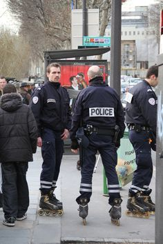 "Police in Paris, France on rollerblades. I like how they ""roll""(∩ ͠° ³° )⊃━☆゚ Roller Derby, Roller Skating, Inline Speed Skates, Skate 3, Quad Skates, Hot Cops, Skater Girls, Extreme Sports, Pink Ladies"