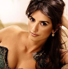Penelope Cruz, sometimes called Madonna of Madrid, is a Spanish actress and model. Hottest Female Celebrities, Beautiful Celebrities, Beautiful Actresses, Penelope Cruze, Celebrity Bodies, Freida Pinto, Spanish Actress, Star Wars, Actrices Hollywood