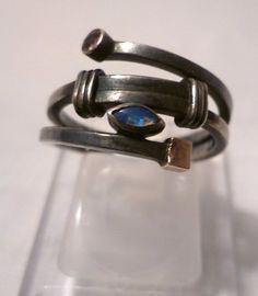 """Ring """"Art Deco Opal""""  Einmaliges handgefertigtes Goldschmiedunikat im """"Art Deco-Look"""":  Geschwärztes Rohsilber  925,mit 24 Karat Hartgoldauflage und i"""