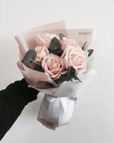 1,137 отметок «Нравится», 2 комментариев — 플로리스트 고하나 florist Goh hana (@petricoflower) в Instagram: «깨끗 개시#토요일 미세먼지많은상쾌한 아침 . #petrico#flower#petricoflower #florist…»