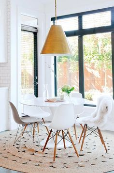 Eames forever! Love these Eames dining chairs around tulip table. And I LOVE that rug!