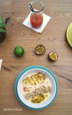 Gesunde vegane Exotic Smoothie Bowl mit Banane, Mango und Maracuja - das perfekte Sommer Frühstück!