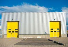 Naves industriales metalicas prefabricadas economicas para talleres. Estructuras metalicas modulares en acero galvanizado y cerramientos metalicos y hormigon.
