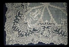 Handkerchief trimmed with Brussels lace (bobbin lace ) 19th century.