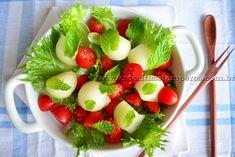 Uma sugestão de saladinha super refrescante, colorida e muito saborosa para o verão. Aposte nessa combinação de folhas com frutas! Leia mais...