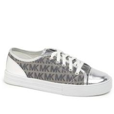 MICHAEL Michael Kors Sneaker (Toddler, Little Kid & Big Kid) Silver 2 M - product - Product Review