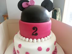 Minnie mouse. spotty cake. Mr's b's classy cakes.  Facebook page