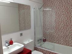 Blanco y Rojo: Reforma de un baño en Valencia ~ Reformas Guaita #cuadroTRES #lavabo #TRESGriferia #spain