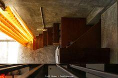 บันไดพื้นไม้ โครงเหล็ก ชันมาก Loft House, Tiny House, Mezzanine Loft, Stairs, Interior, Home Decor, Outdoor, Houses, Outdoors