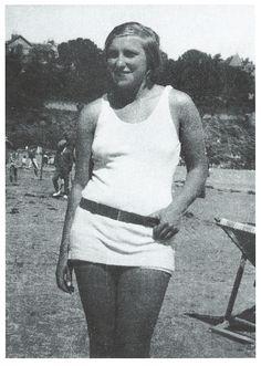 Marie-Therese on Beach 1928.jpg