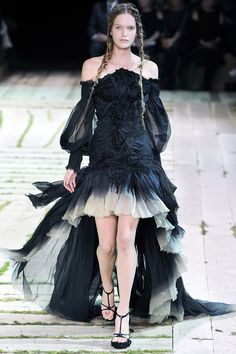 Alexander McQueen Spring 2011 RTW - Runway Photos - Fashion Week - Runway, Fashion Shows and Collections - Vogue
