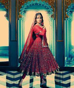 channeling Meena Kumari of Pakeezah