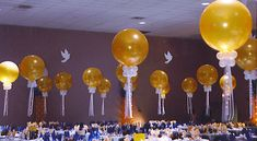 your wedding or prom should b very elegant Balloon Centerpieces, Balloon Decorations, Prom Balloons, Prom Decor, Prom Pictures, Party Themes, Elegant, Tableware, Birthday